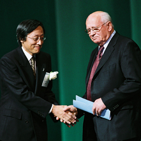 12-mr-gorbachev-and-mr-saionji.jpg